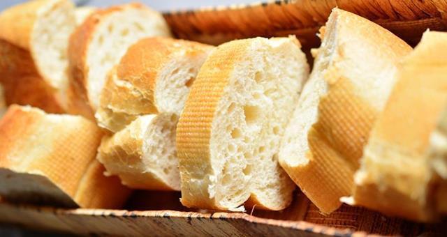 Weißbrot, ein wichtiger Bestandteil für ein Angelteig Rezept