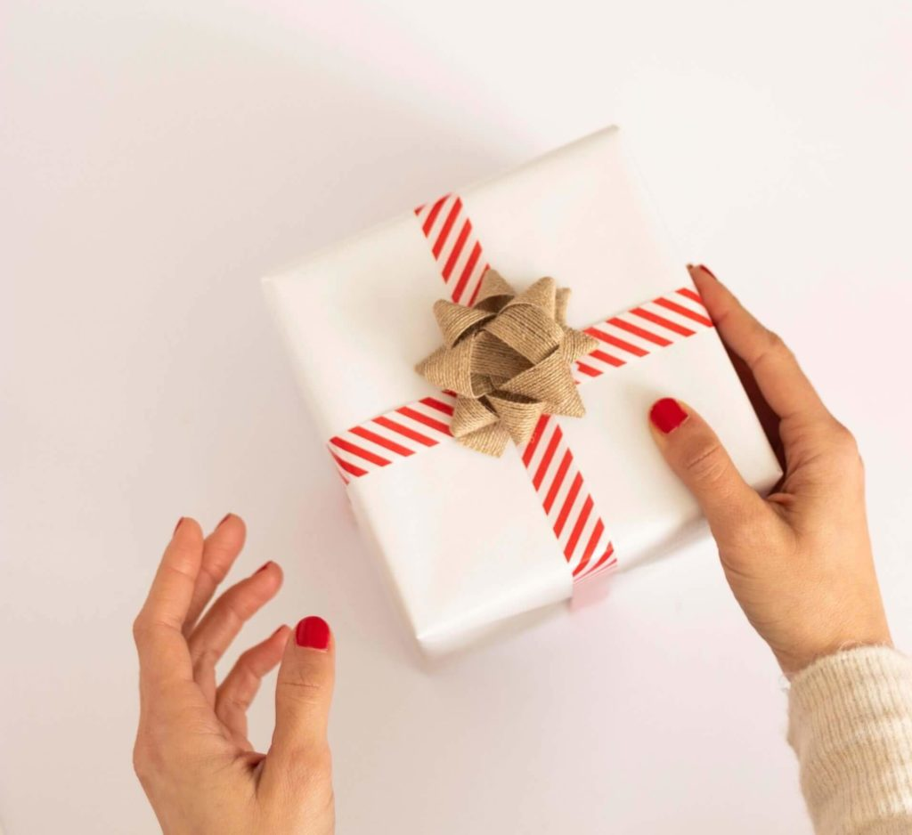 angler geschenk frauenhände